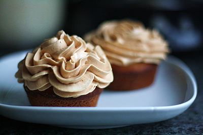 crispywaffle » Cupcakes with salted caramel buttercream